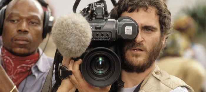 HOTEL RWANDA - Foreign Journalist, Jack Daglish (Joaquin Phoenix)