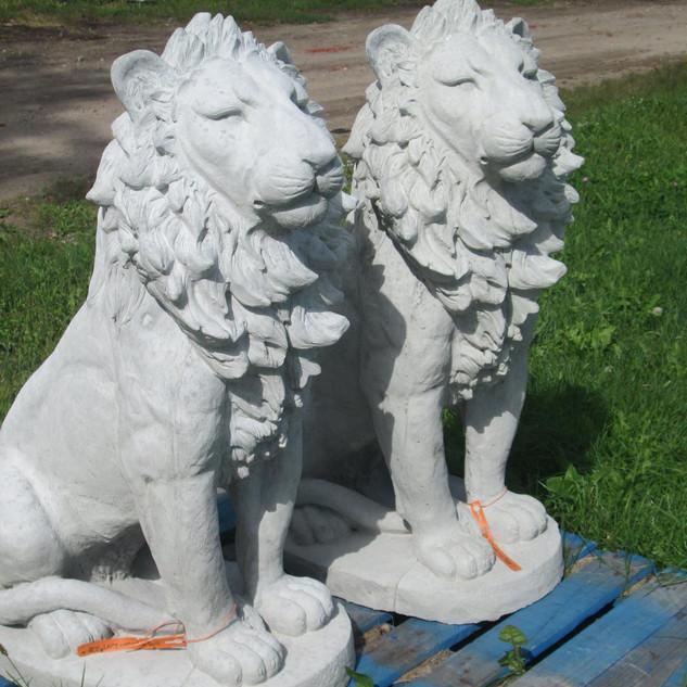 Lions Statue.jpg