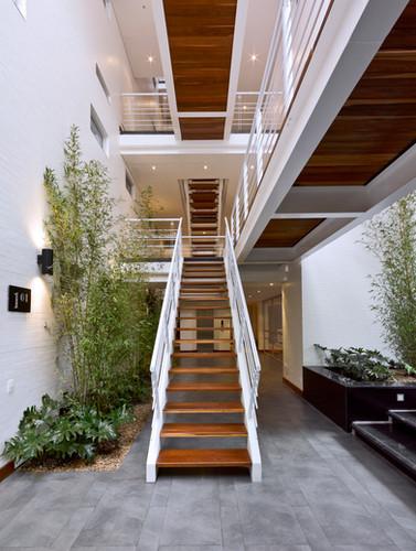 vista escalera principal.jpg