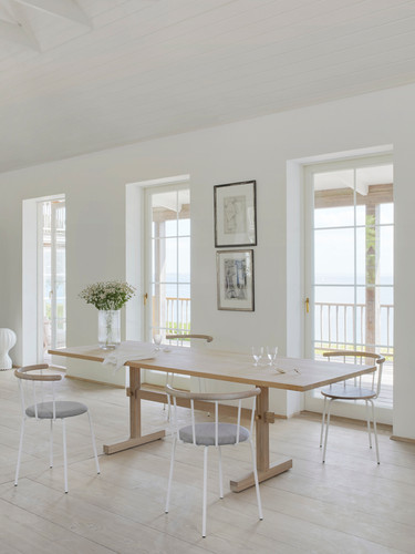 New solid oak dining table in private home