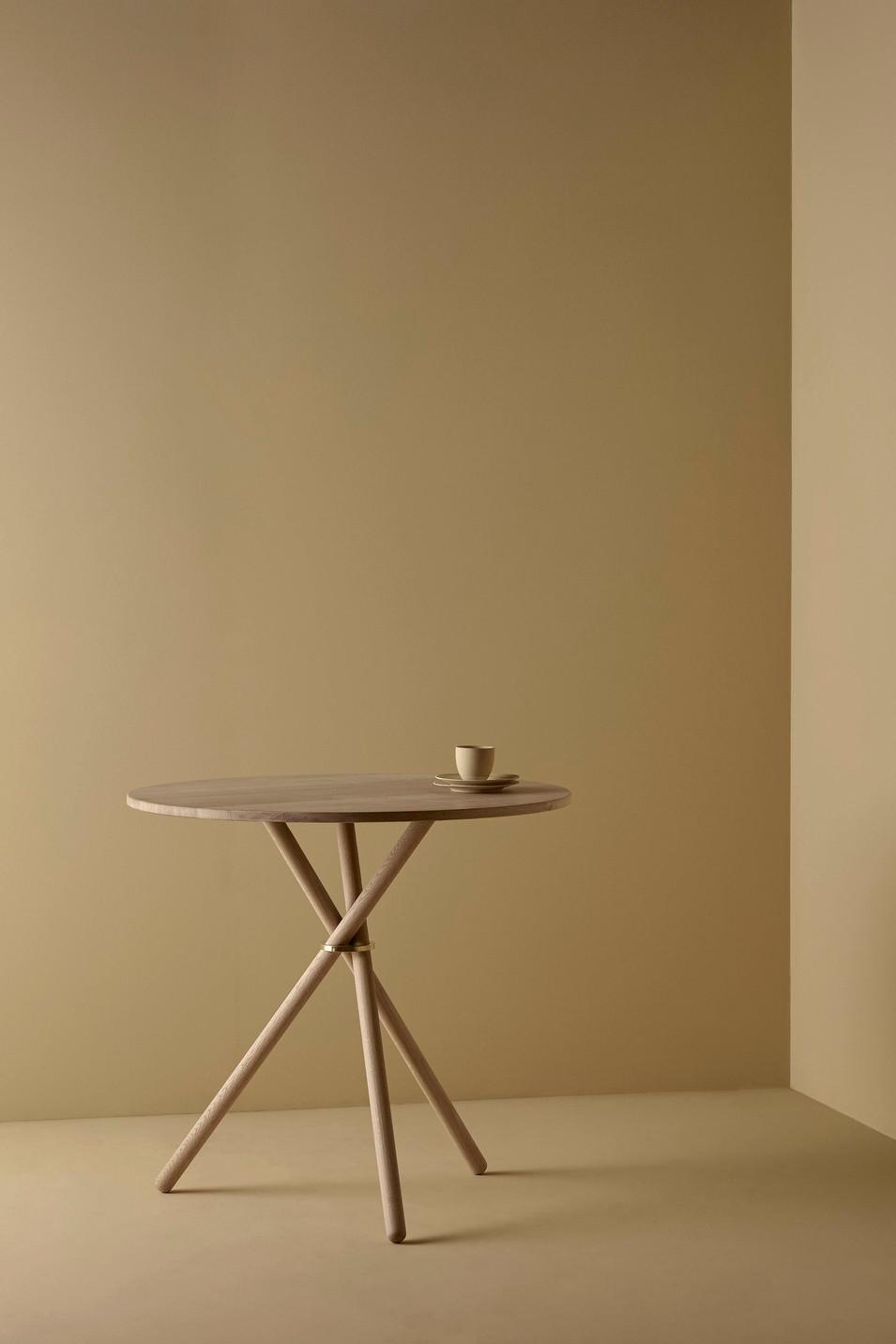 Café table in Oak