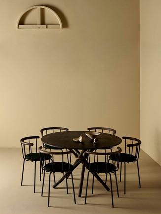 Eberhart_Furniture_Black_Dinner_Table_Ba