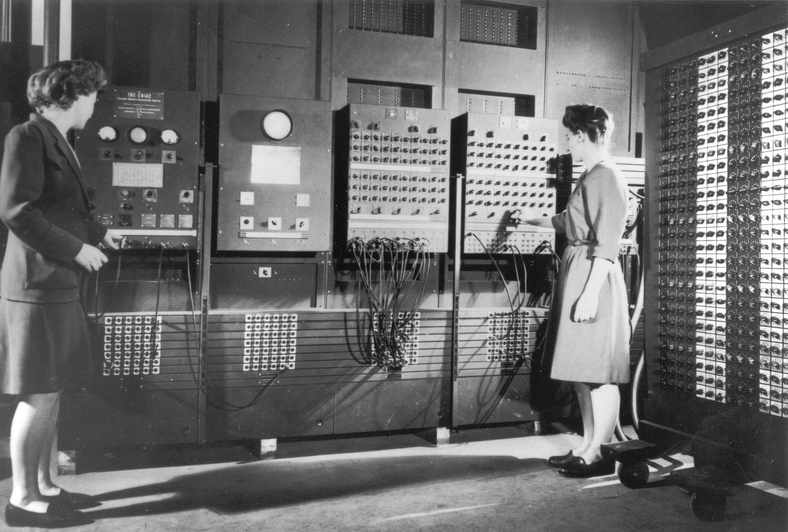 Jean and Fran ENIAC.jpg