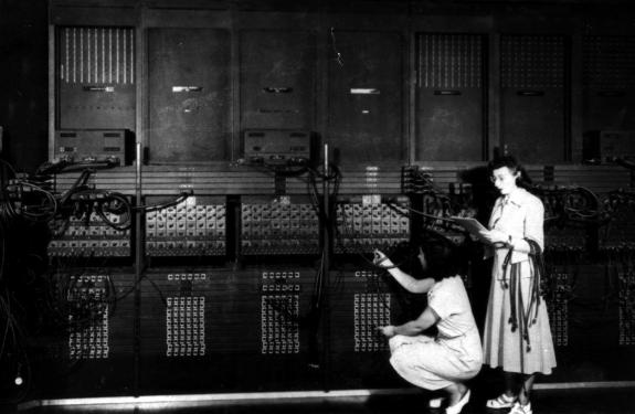 Wiring-the-ENIAC-with-a-New-Program-575x