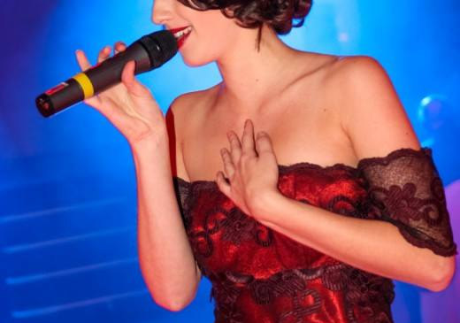 LaBecca Auftritt als Sängerin bei der Modenschau Renatta Pruneda