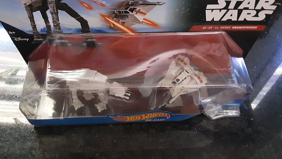 Star Wars collectible- AT-AT vs Rebel Snowspeeder