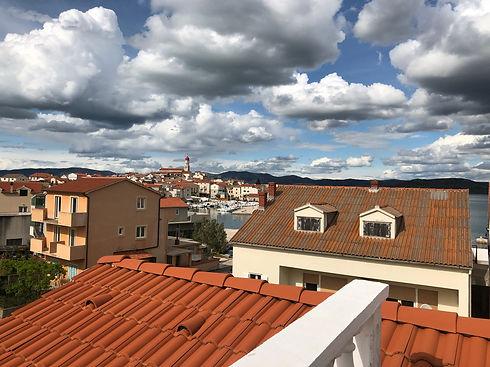 Aussicht von einem Apartment in Betina Murter Kroatien. Online Buchen