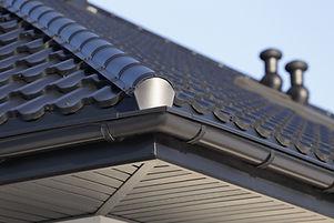 Angolo di una grondaia del tetto