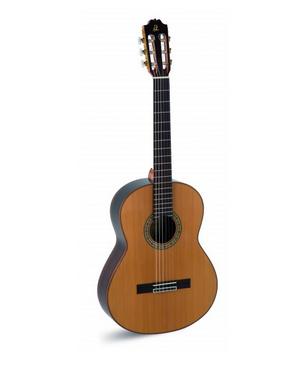 """Guitarra  Clásica """"Admira"""" A 10"""