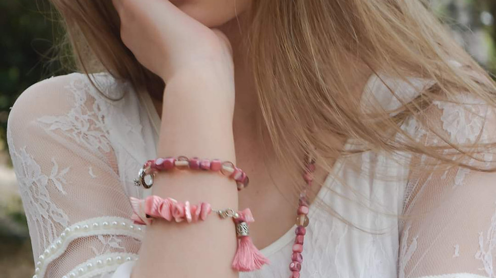 Pretty in Pink Shell Necklace and Bracelet Set