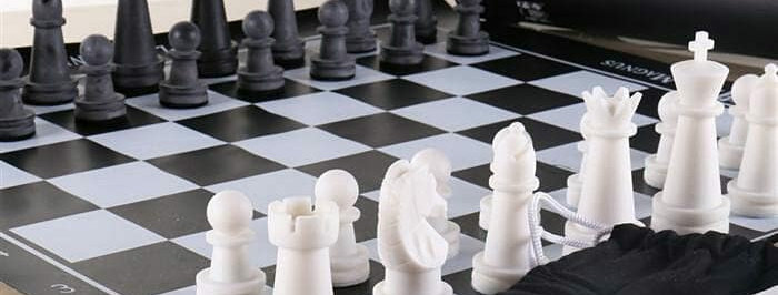 """""""Play with Magnus"""" chess set"""