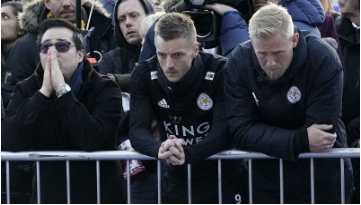 Vichai's son, Aiyawatt Srivaddhanaprabha (left), Jamie Vardy (middle), and Kasper Schmeichel (right), grieving while at the Thai businessman's memorial outside King Power Stadium