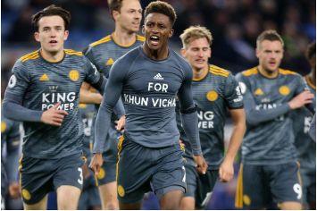Demarai Gray (middle) celebrating the winning goal against Cardiff City with his teammates in honor of Vichai Srivaddhanaprabha