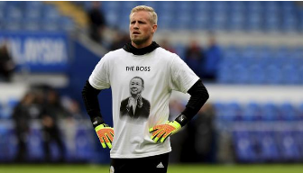 Kasper Schmeichel, wearing a shirt in honor of Vichai Srivaddhanaprabha before a game at King Power Stadium