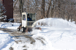 725d_snowthrower_cab_driveway_curve_clean_right