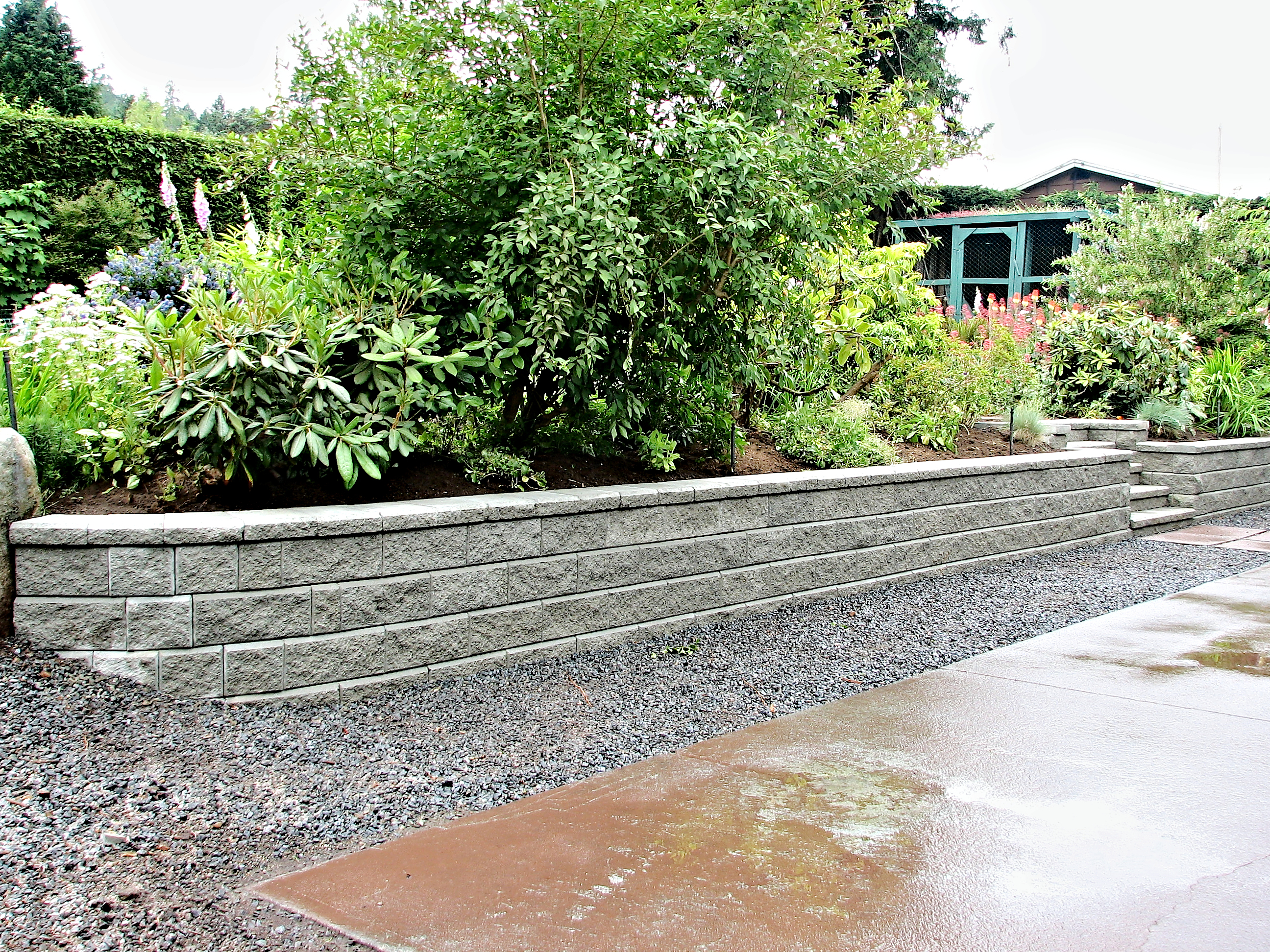 A beautiful view of a retaining wall bui