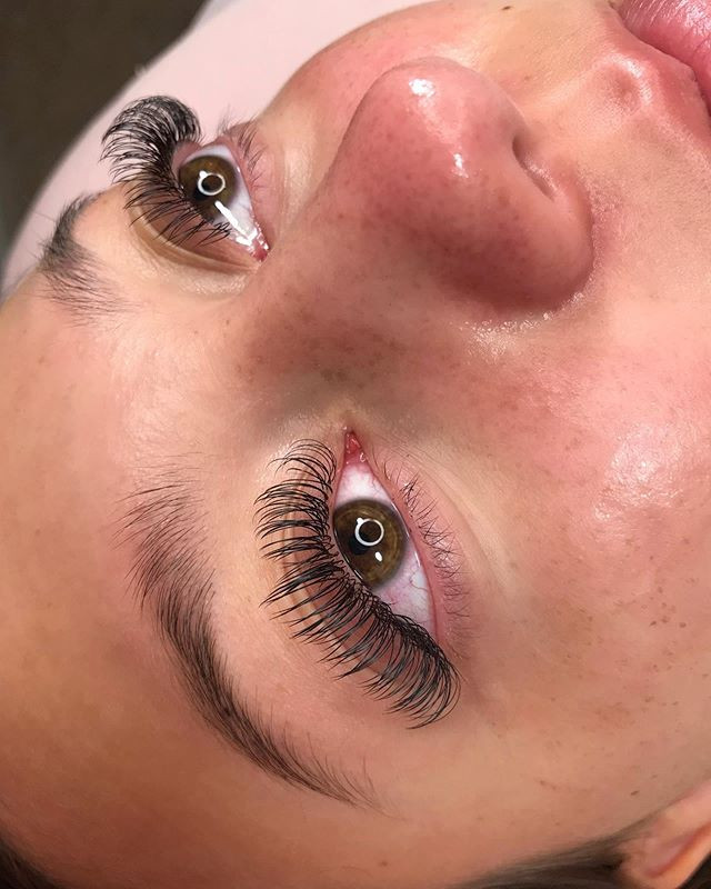 Here to give you happy & healthy lashes!