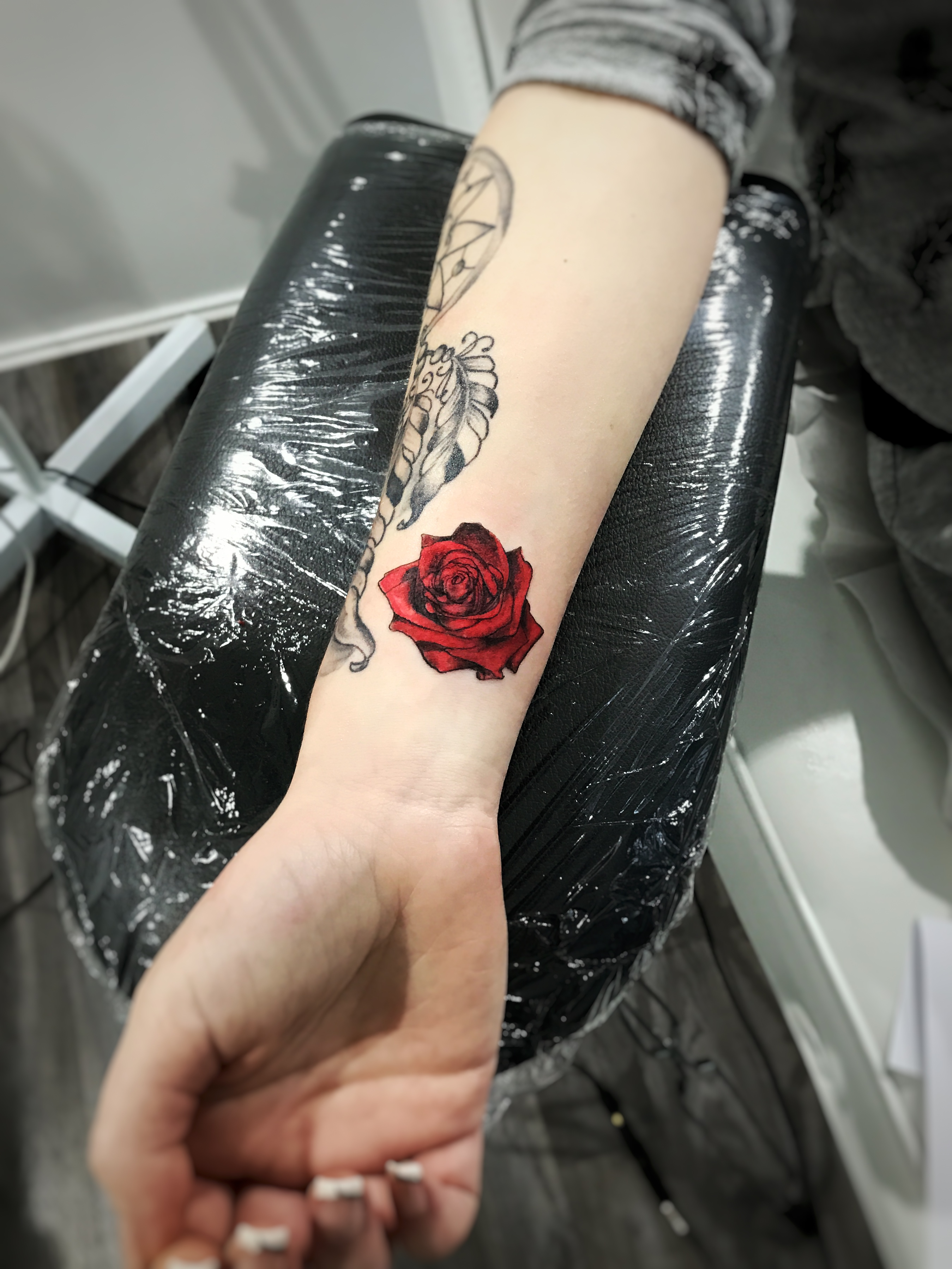 TATOUAGE ROSE ROUGE