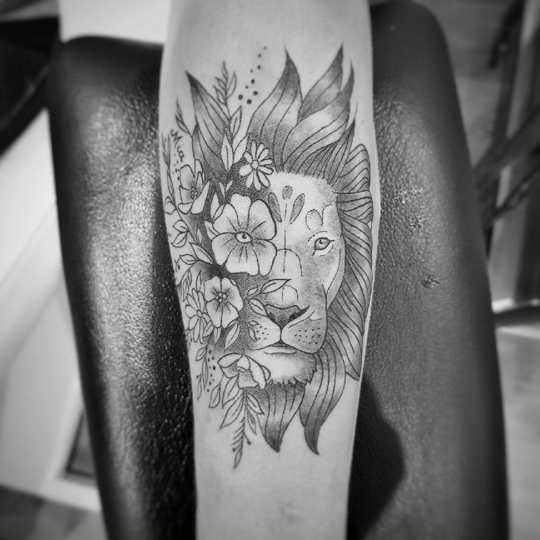 TATOUAGE TETE DE LION FLORAL