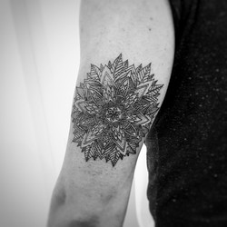 TATTOO MANDALA VEGETAL