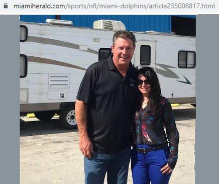 Gigi Stetler, Dan Marino Assist Bahamaas After Hurricane