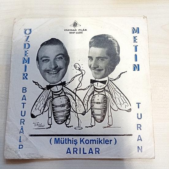 Arılar  ( müthiş komikler ) Özdemir Baturalp - Metin Turan (kapaktır)