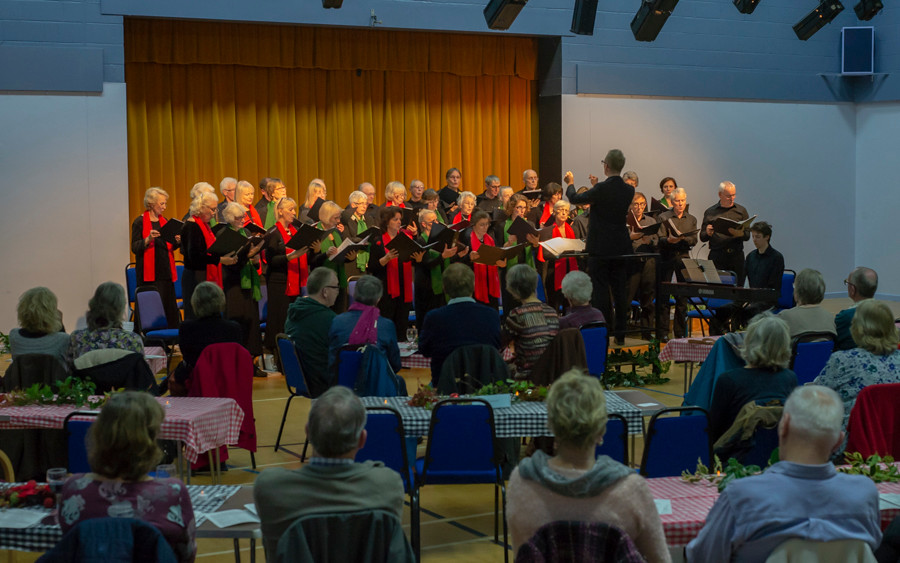 Vivaldi's Gloria in performance with Tim Pithers conducting and Harry George accompanying