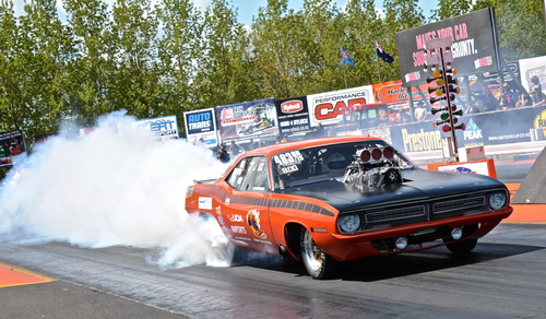 Blown HEMI Burnout 500pix.JPG