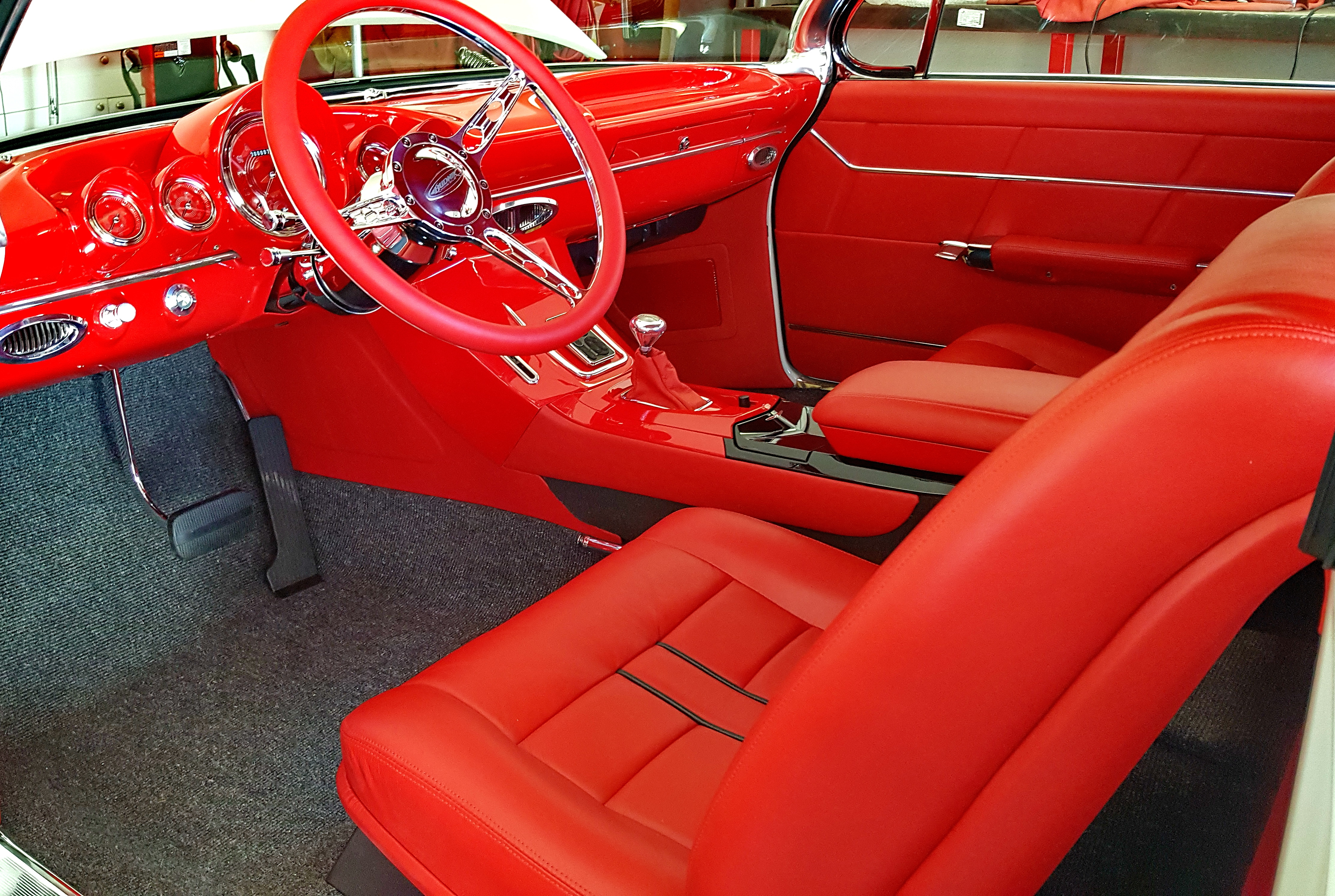 700CI Smooth EFI Chevy Interior