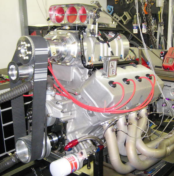 Roots EFI Hemi on dyno left 600 pixels.jpg