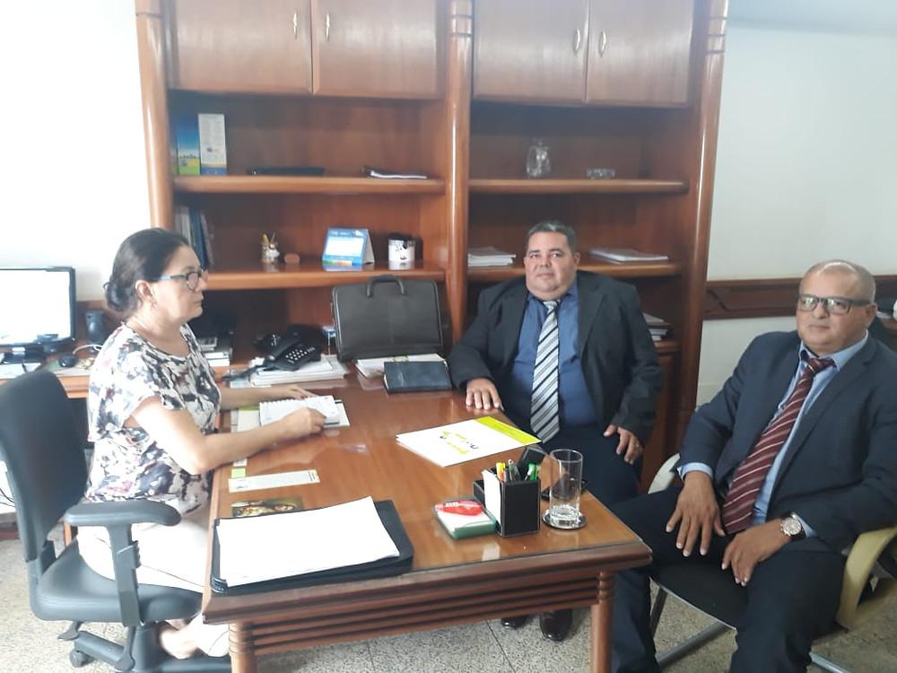Esquerda para direita: Regina (Gerente do Escritório da AMAC em Brasília), Felício Silva (Secretário de Obras) e Isaac Lima (Prefeito de Mâncio Lima)