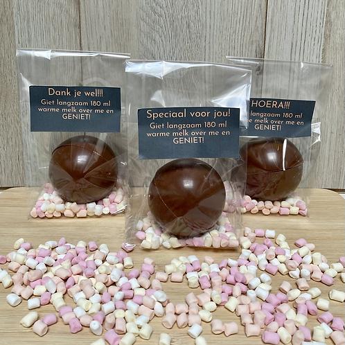 Chocolade bomb gevuld met marshmallows