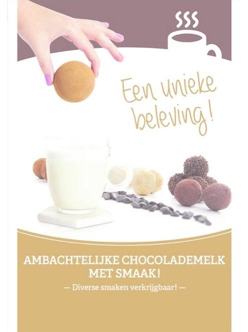 Ambachtelijke chocolade bal gevuld met cacaopoeder