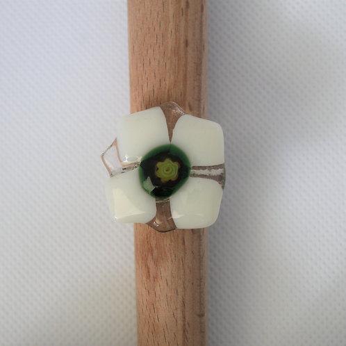 Ring wit en klaar glas met millefiori groen