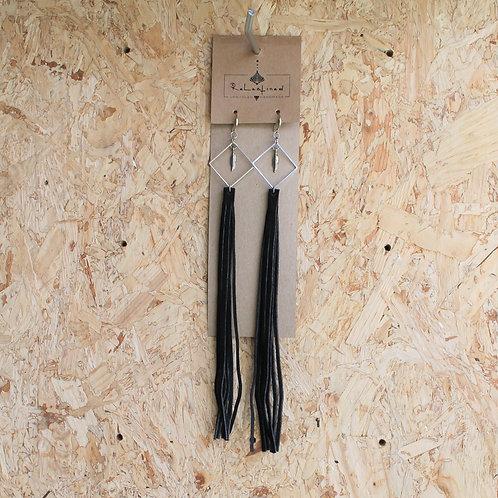 Oorringen in leder zwart 25 cm