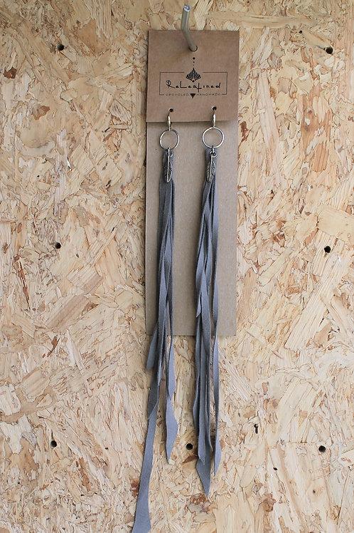 oorringen in leder grijs 26 cm