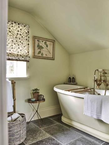 04. Henley Bathroom.jpg