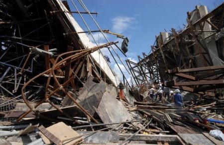 芹苴省正在施工的大橋,發生坍塌事件