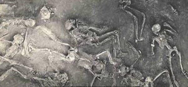 古城發掘的人體骷髏(zishuozihuadezongcai/視頻截圖)