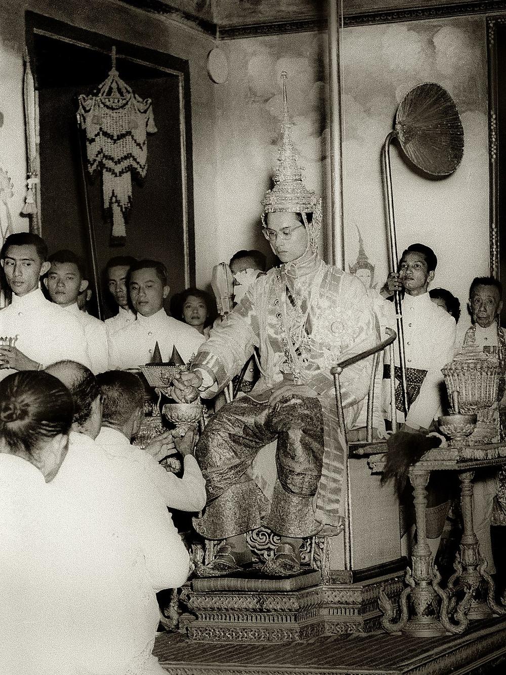 蒲美蓬·阿杜德加冕典禮(1950年於曼谷大皇宮)