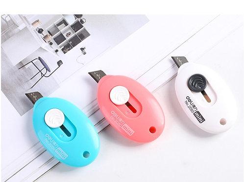 正品迷你美工刀 耐用便攜 可掛鑰匙圈 Mini Cutter, Pocket Sized, Auto-Retractable, Stays Sharp 1pc