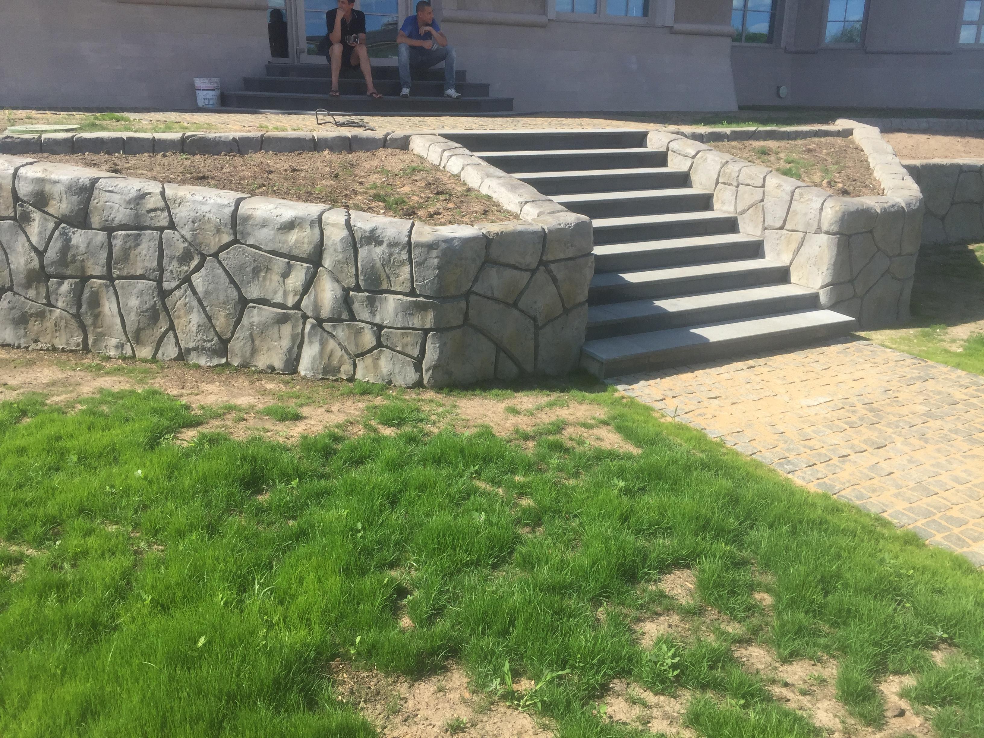 Устройство стен искусственным камнем