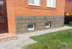 Облицовка цоколя камнем под ключ в Москве