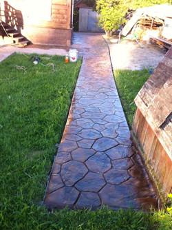 Садовая дорожка из печатного бетона