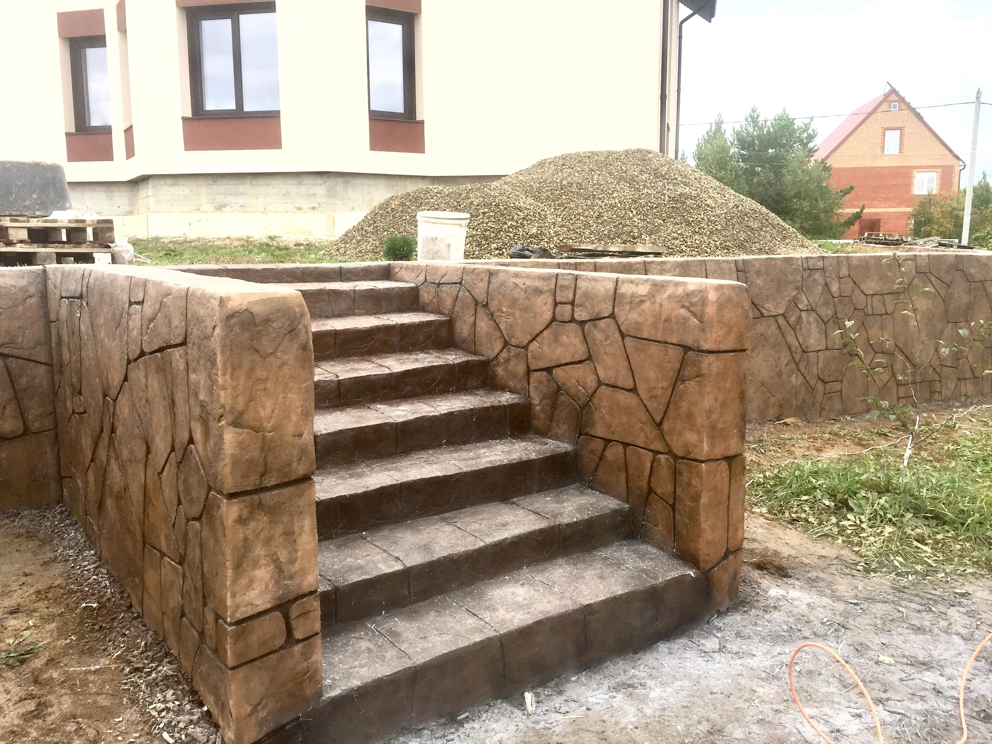Печатный бетон в отделке подпорных стен
