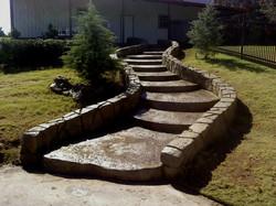 Многоярусная ландшафтная лестница из декоративно-печатного бетона