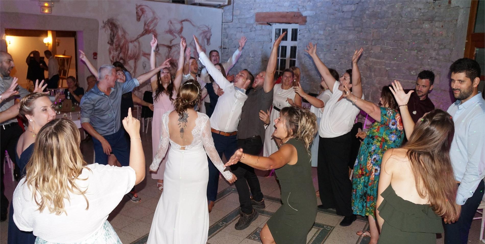 Tous le monde danse sur le dancefloor