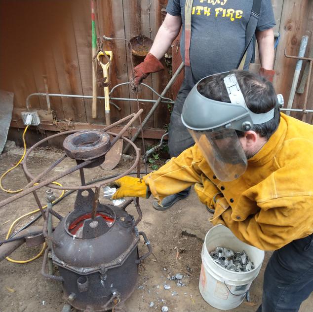 Adding reclycble aluminum to crucible