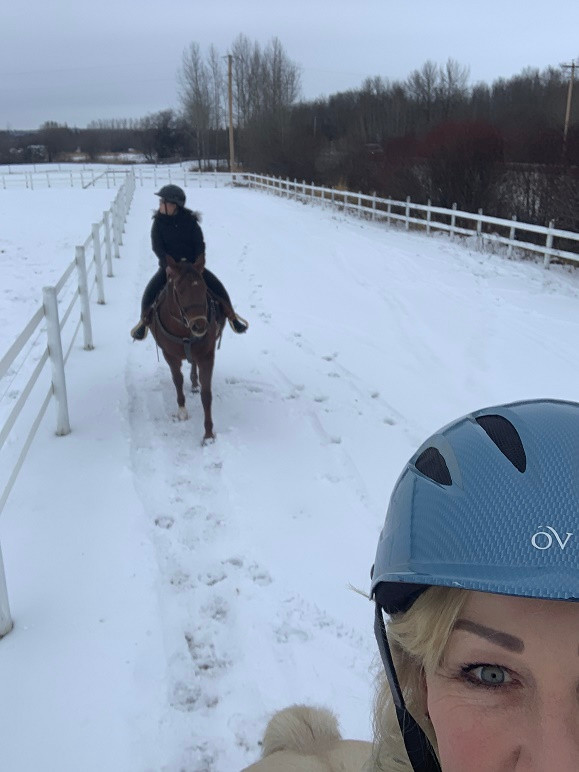 Winter riding lessons with Putting Horse