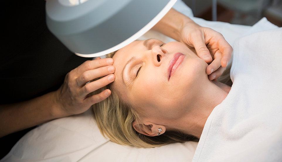 1140-facial-massage-woman.imgcache.revfe